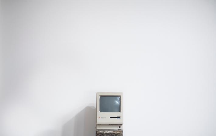 En gammel datamaskin, lik de utdaterte systemene som ble rammet av løsepengeviruset WannaCry