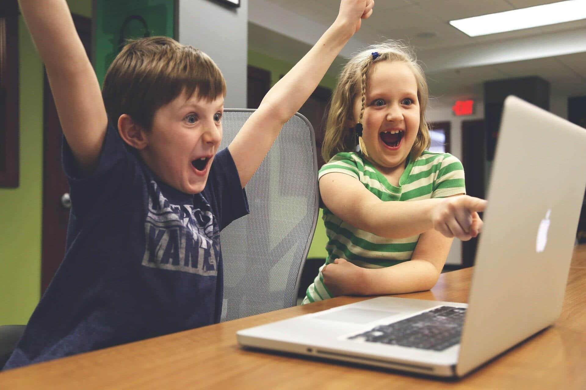 farene med å poste bilder av barn på sosiale medier
